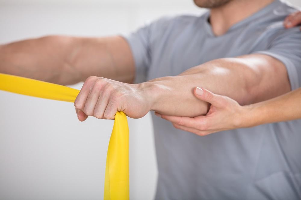Du hast Probleme mit Rücken/Knie/Schulter oder deiner Wirbelsäule? Es zwickt schon ein wenig oder du hast bereits eine Physiotherapie hinter dir und möchtest künftige Probleme mit dem Bewegungsapparat vermeiden? Sowohl in speziellen Gruppeneinheiten als auch durch betreutes Einzeltraining bringen wir dich wieder in Form.